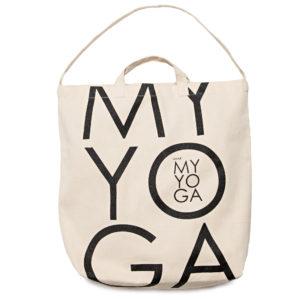 En yoga kasse, yoga tote, i bomulls canvas med vår logga tryckt i svart.