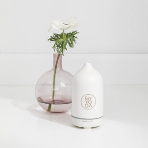 Aroma diffuser i vit keramik, elektrisk.