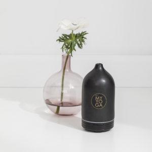 Aroma diffuser i svart keramik, elektrisk.