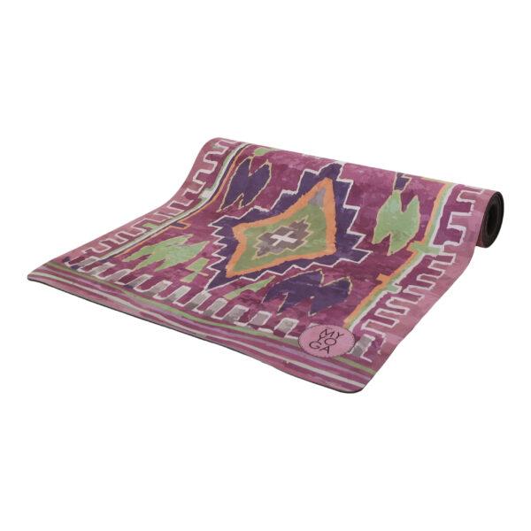Boho inspirerad yogamatta i lila toner.