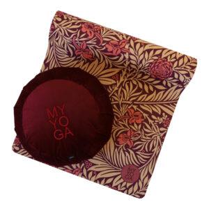 Meditationskudde i sammet och yogamatta i W.Morris mönster i vinrött.