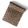 Leopardmönstrad yogamatta.