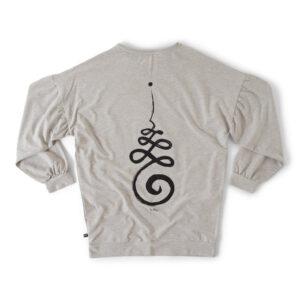 Grå sweatshirt med Unalome tryck på ryggen i svart.
