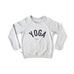College tröja i ljust grått med YOGA tryck i svart.